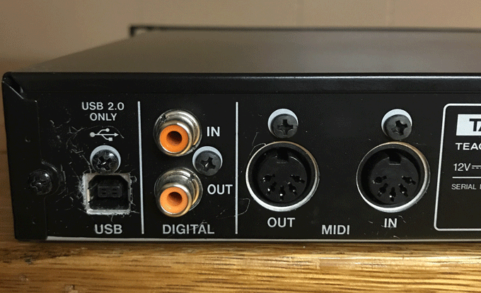 Tascam US-1800 In/Out Ports