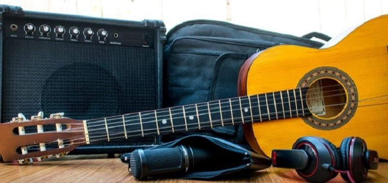 best acoustic guitar amp under 200