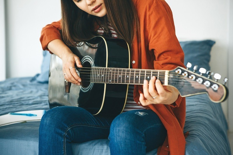 best acoustic guitar for small female hands